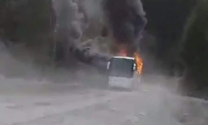 Un autocar a luat foc pe DN1, în Azuga! Care este starea celor 46 de pasageri