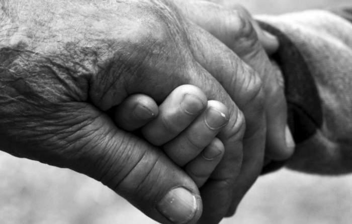 Revoltător! Un pensionar de 69 de ani din Dolj a fost arestat după ce a profitat de două surori minore! Cu una dintre ele a făcut și un copil