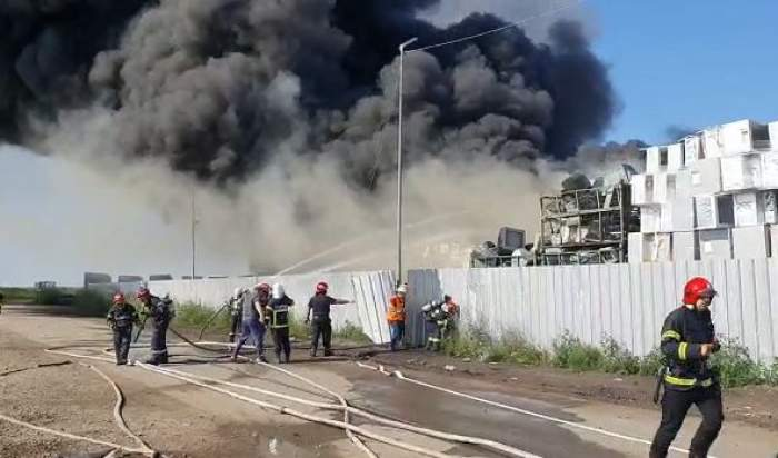 Incendiu devastator în Buzău, la un depozit de frigidere. A fost activat sistemul RO ALERT / VIDEO