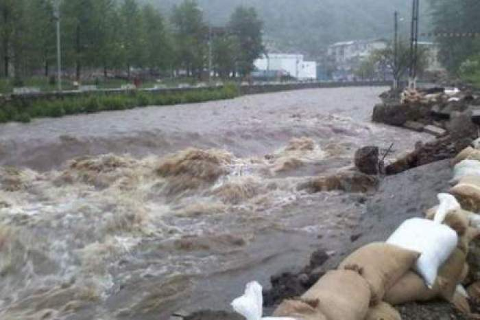 Anunț INHGA. Cod roșu de inundații pe râuri din judeţele Hunedoara şi Neamţ