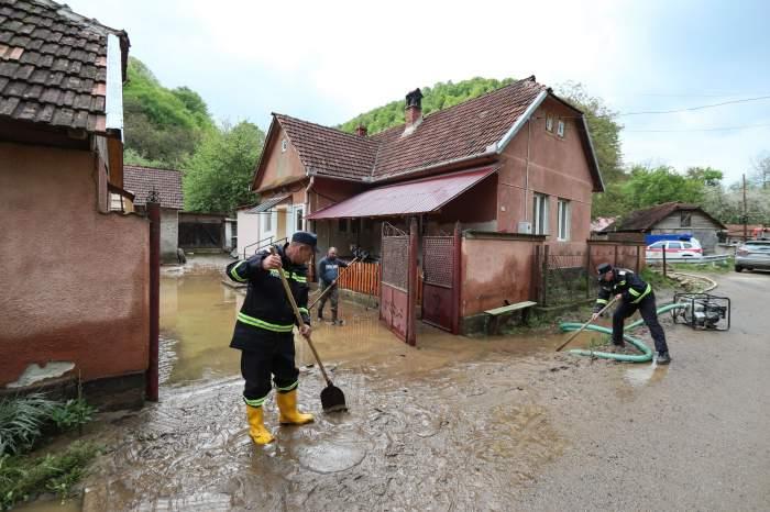 O femeie din Hunedoara a murit înecată într-o baltă formată din cauza ploilor