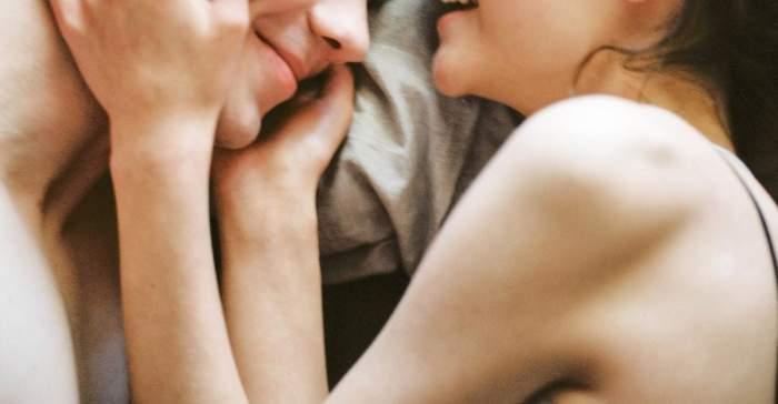 Guvernul din Marea Britanie interzice relațiile intime între persoanele care nu au același domiciliu
