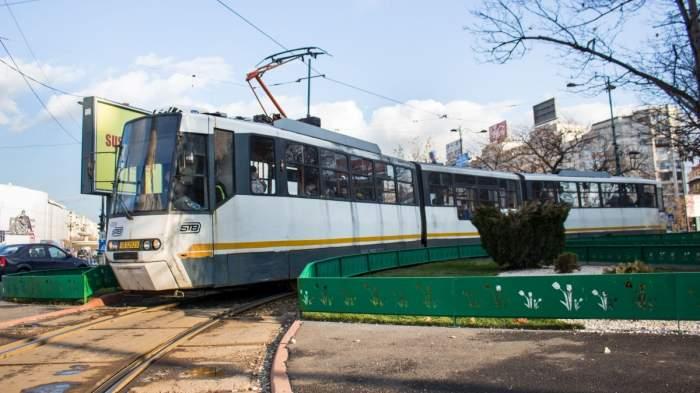 Moarte tragică în București. Un bărbat a decedat în timp ce mergea cu tramvaiul