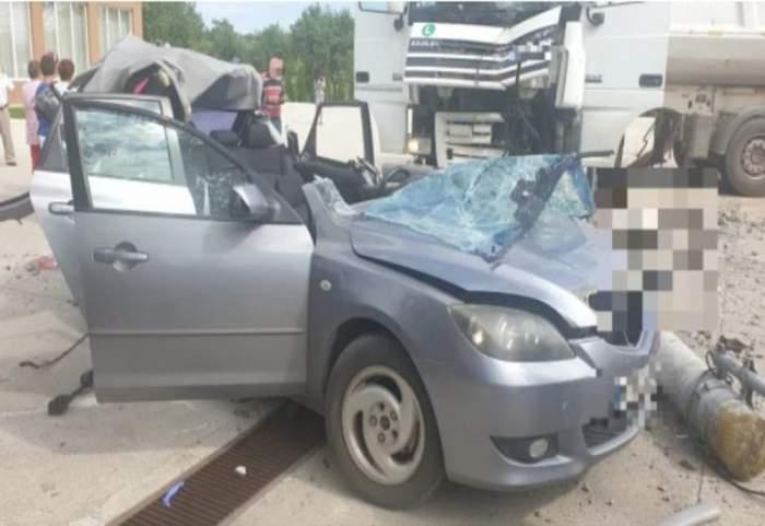 Tată care se afla cu fiul în mașină, ucis de un stâlp de beton dărâmat de o basculantă, în Hunedoara!