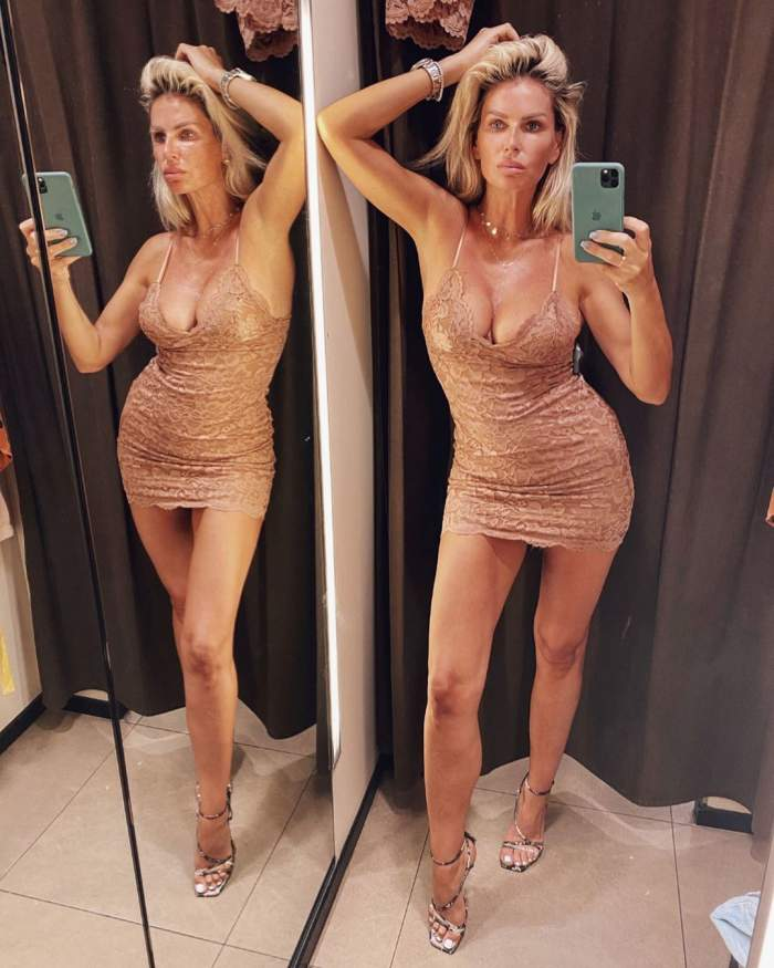 Andreea Bănică și-a scos sânii și picioarele lungi la înaintare. Artista a îmbrăcat cea mai provocatoare rochie / FOTO