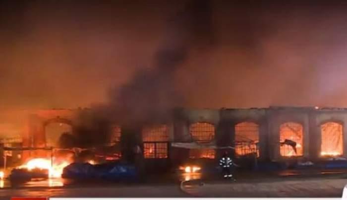 Incendiu violent în Piața Mare din Oradea! Peste 50 de pompieri au intervenit să stingă focul / FOTO