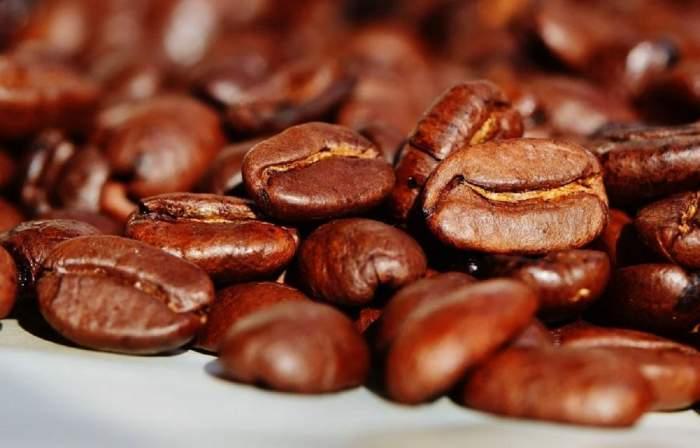 Trafic de substanțe interzise pe aeroportul din Milano! Dealerii ascundeau drogurile în boabe de cafea și s-au dat de gol! / FOTO