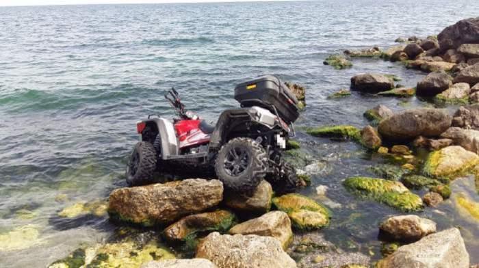 Accident șocant la malul mării! Două tinere de 19 ani au căzut cu ATV-ul în apă, la Constanța! / FOTO