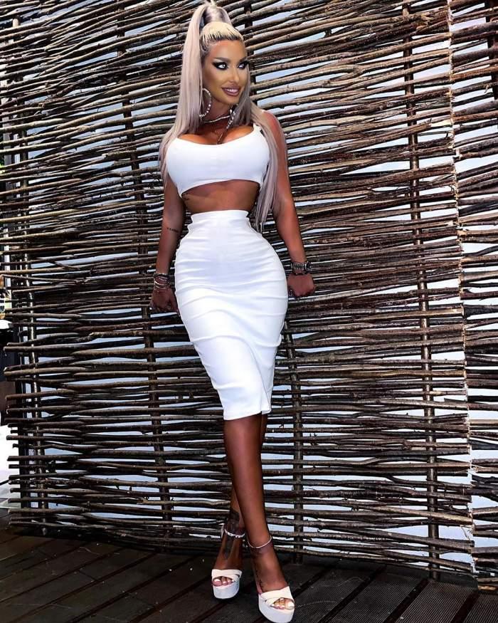 """Loredana Chivu a pozat în cel mai minuscul și provocator costum de baie. Blonda a încins imaginația bărbaților: """"Ești fierbinte"""" / FOTO"""