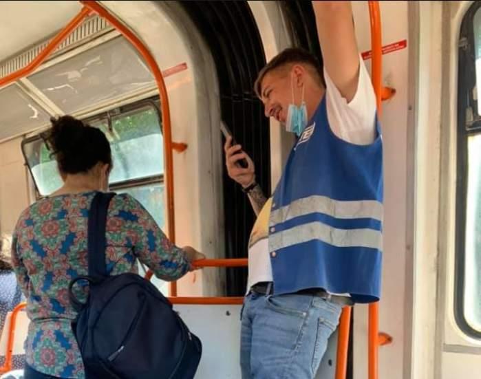 Sancțiune pentru un controlor STB, surprins purtând masca de protecție incorect, într-un mijloc de transport în comun / FOTO