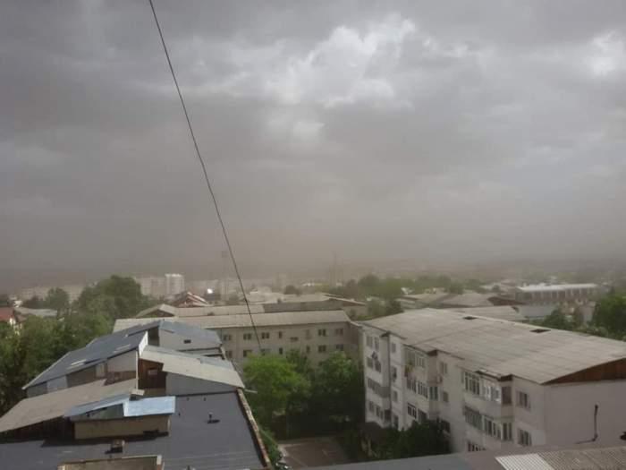 Furtuni puternice în aproape toată țara