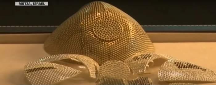 Un designer a creat o mască de protecţie care costă 1,5 milioane de dolari. Ce o face să fie atât de scumpă