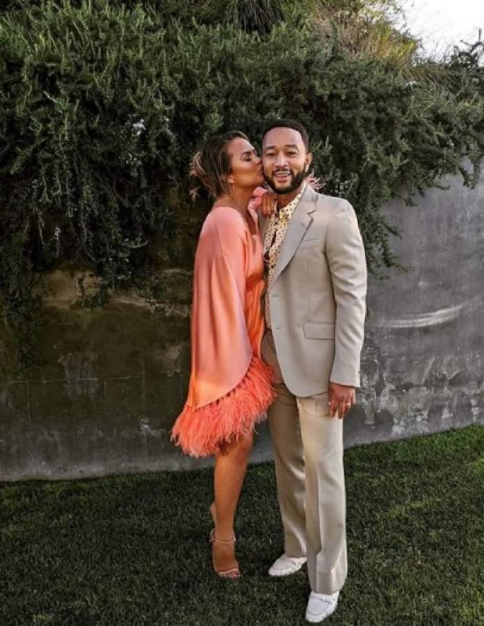 John Legend și Chrissy Teigen, părinți pentru a treia oară! Cuplul a făcut anunțul prin intermediul unui videoclip