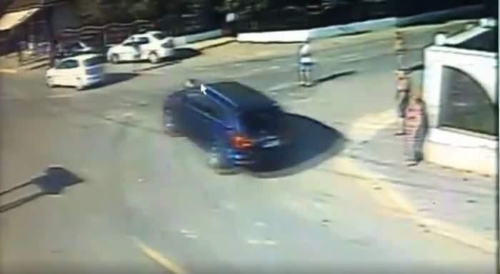 Momentul în care un bărbat a fost călcat intenționat de o mașină, în timpul scandalului din Murgeni, surprins pe camerele de supraveghere / VIDEO