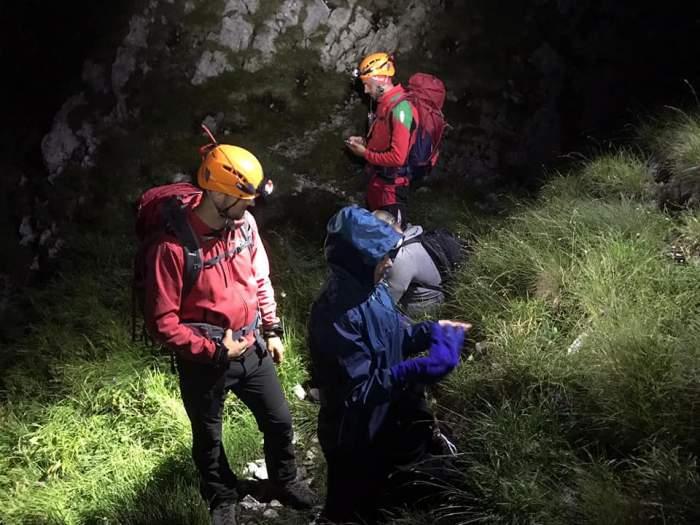 """Turiști beți și neechipați, recuperați de salvatori de la cota 2.000: """"Lucrurile se pot sfârși prost, într-un sac cu fermoar"""""""
