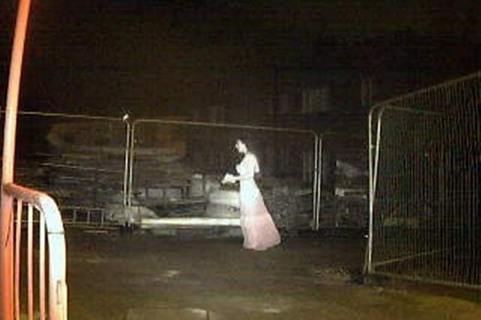 Fantoma unei mirese și-a făcut apariția pe un șantier de construcții! Muncitorii au fost îngroziți de prezența supranaturală! / FOTO