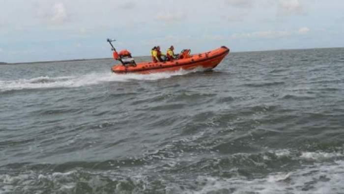 O femeie a murit, după ce a încercat să îşi salveze câinele din valurile mării. Unde s-a întâmplat tragedia