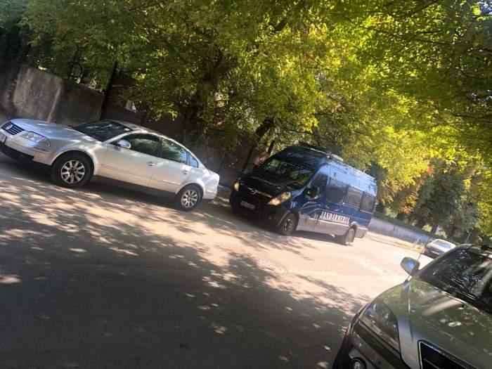 Spitalul Universitar, împânzit de polițiști! Apropiații lui Emi Pian, la porțile spitalului / IMAGINI EXCLUSIVE