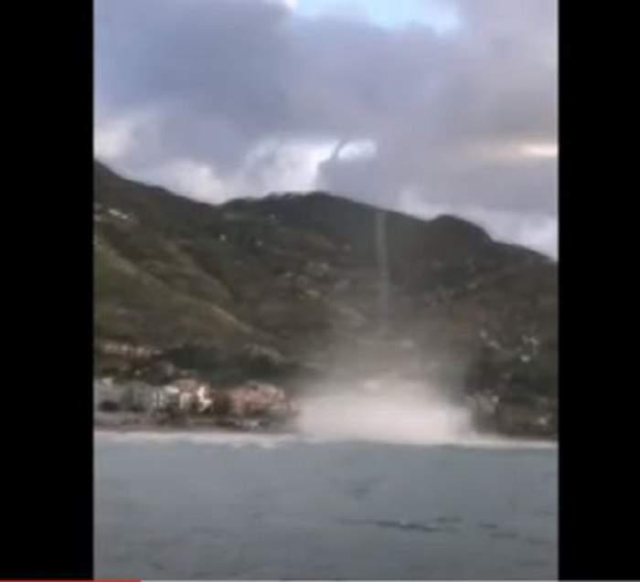 Un vârtej de proporții a lovit Sicilia! Turiștii de pe plajă au fugit speriați! / VIDEO