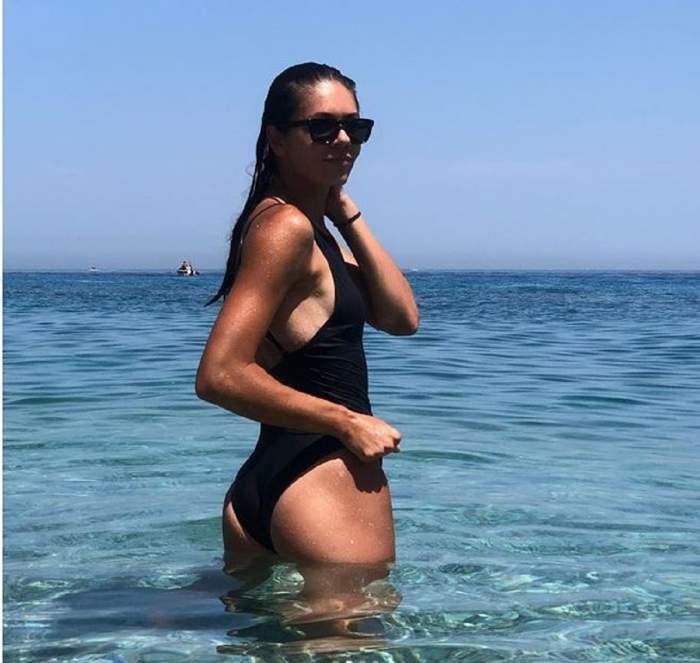 Andreea Mitu face furori într-un costum de baie de senzație! Imagini cu jucătoarea de tenis pe plajele din Sicilia / FOTO
