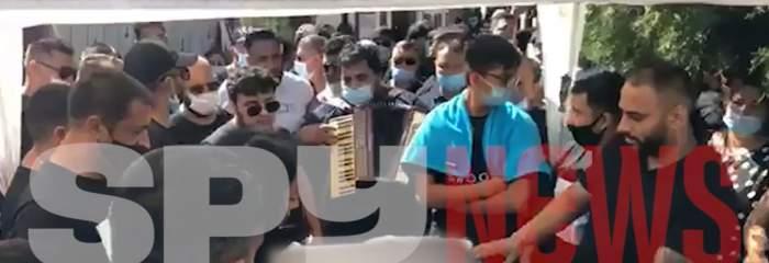 """Sorin Copilul de Aur a cântat la căpătâiul lui Emi Pian, înainte de a fi înmormântat: """"O să păstrăm numele tău"""" / VIDEO"""
