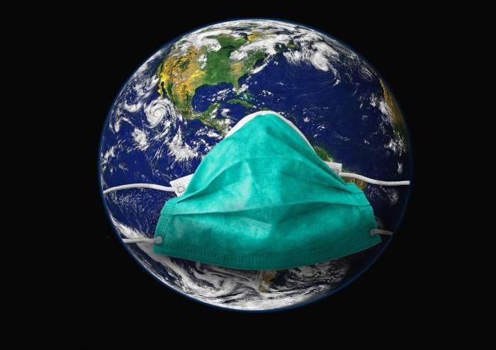 globul pământesc personificat cu mască de protecţie covid