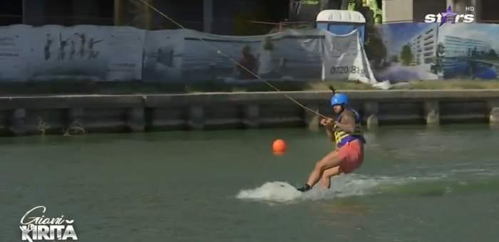 Giani Kiriță a dat fotbalul pe sportul nautic! Cum s-a descurcat cu placa de surf! A ascultat cu atenție de instructor! / VIDEO