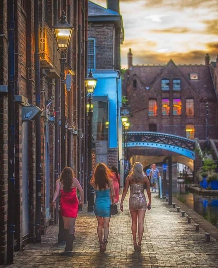 Întâlnirile dintre familii și prieteni, interzise într-un oraș din Marea Britanie! Motivul acestei măsuri extreme