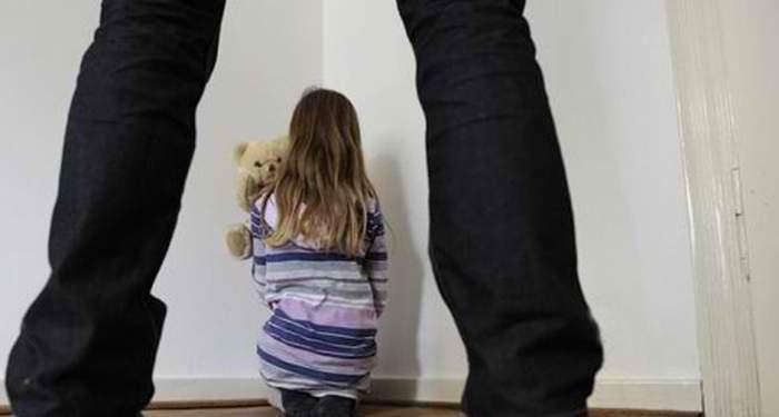 Fetiță de 4 ani, scăpată ca prin minune de un agresor sexual! Salvatoarea ei este cu doar doi ani mai mare