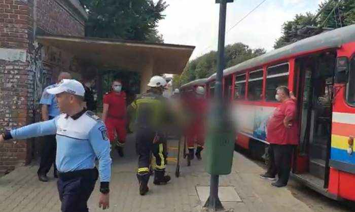 Un bărbat a căzut între vagoanele tramvaiului, în Arad