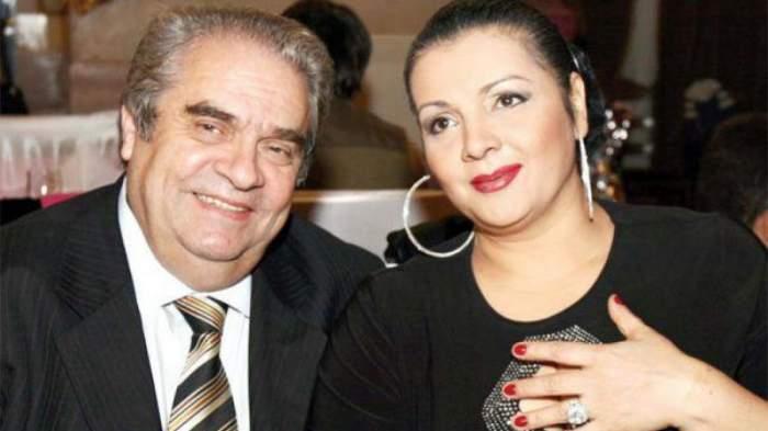 Cornelia Catanga și Aurel Pădureanu râd împreună, la o masă de petrecere