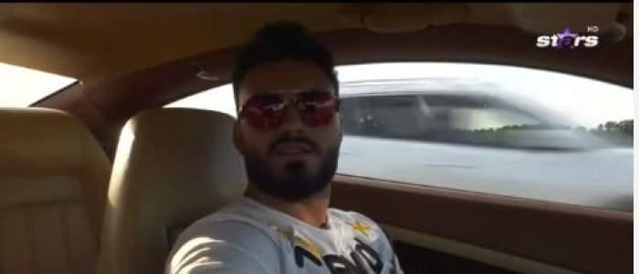 """Jador se află în mașină, în drum spre casa părintească, în cadrul emisiunii """"Jador adevărat"""""""