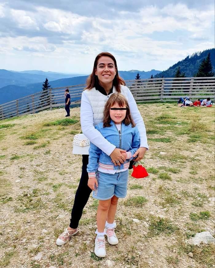 Oana Roman și fetița sa, îmbrățișate, la munte