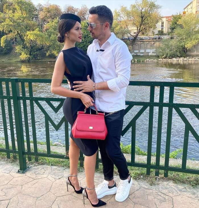Flick și Denisa Hodișan, îmbrăcați foarte elegant, la un eveniment în Oradea