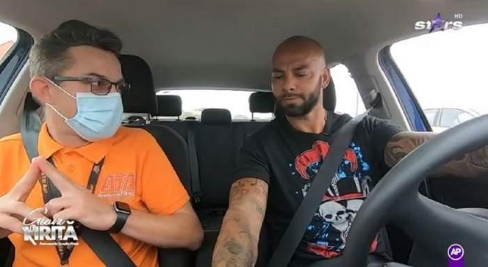 Giani Kiriță la volan. Lângă el se află un șofer profesionist de la Academia lui Titi Aur.