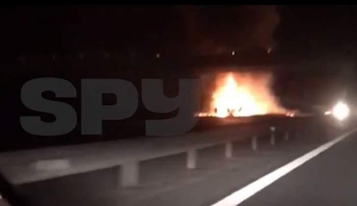 Imagini dintr-o masina, în timp ce filmează camionul cuprins de flăcări