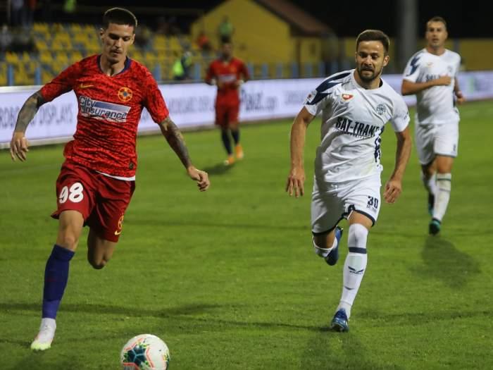 Dennis Man și Nemanja Petrovic în meciul de fotbal Backa Topola - FCSB, 17 septembrie 2020