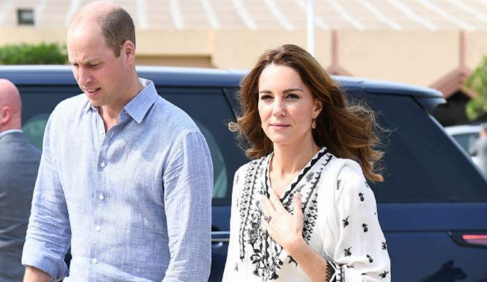 Printul William si sotia sa Kate, surprinsi pe strada