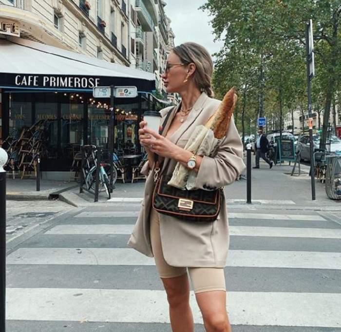 Ioana Chisiu a facut cumparaturi in paris, este pe strada, poarta un sacou si pantaloni scurti bej