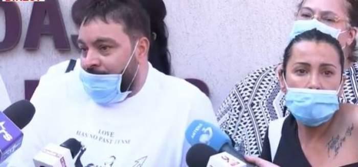 Florin Salam și rudele în fața spitalului