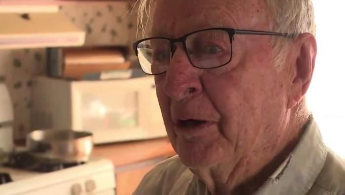 La 89 de ani, un bărbat livrează pizza pentru a putea trăi! Ce bacșiș uriaș a primit într-o zi / VIDEO