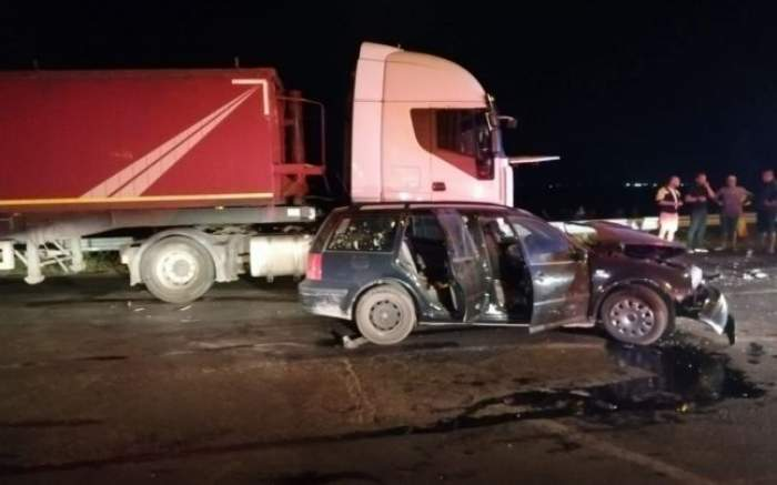 Accident grav la Buzău! Un camion de mare tonaj a izbit din plin un autoturism