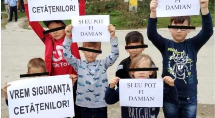 Copii participa la protestul din comuna din judetul Neamt