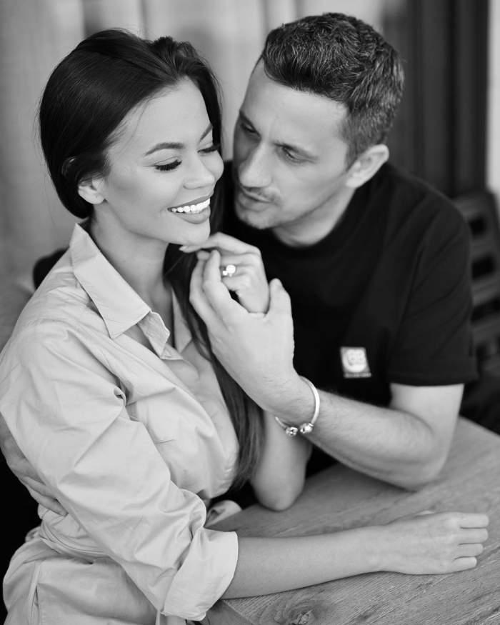 Flick și Denisa Hodișan s-au fotografiat zâmbitori și ținându-se de mână