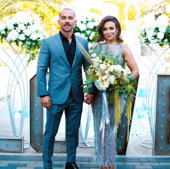 Oana Radu și soțul său s-au fotografiat zâmbitori la cununia civilă