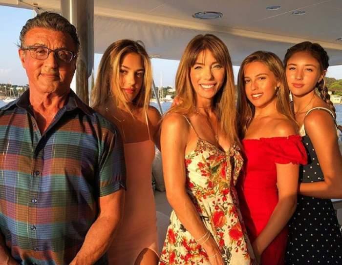 Sylvester Stallone este în vacanta alaturi de sotia si cele 3 fiice ale lor