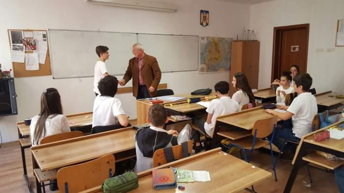 Clasă de elevi din România