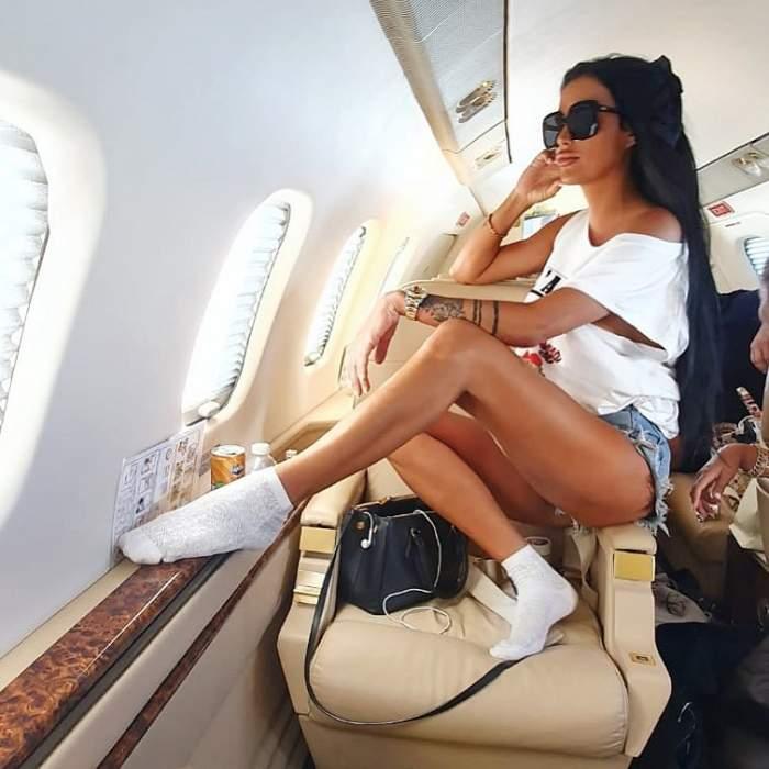 Daniela Crudu s-a fotografiat în avion