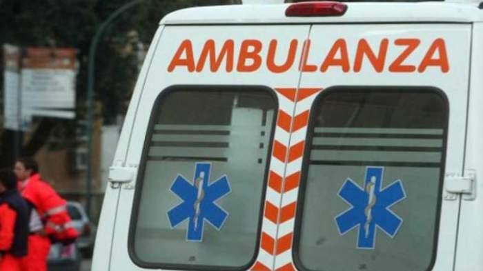 Imagine de aproape cu spatele unei ambulanțe italiene