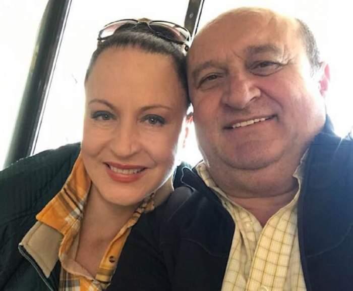 Fotografie cu Maria Dragomiroiu și soțul său, zâmbitori